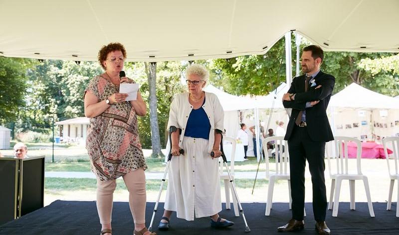 Sylvie Lalo, résidente de la Résidence accueil de Luppé, Marie-Sophie Desaulle, présidente de Vivre et devenir, et Christophe Douesneau, directeur général