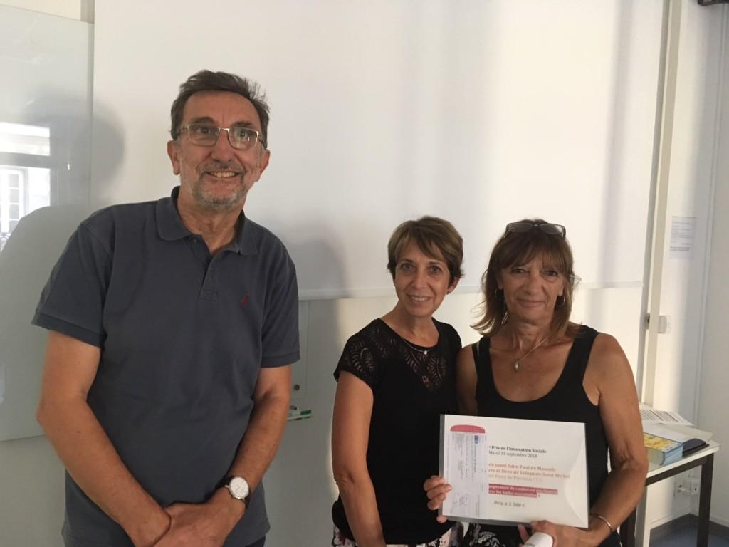 M. Christian Bruley, président de la Fondation La Bonne Jeanne avec Mmes Nicole Dupré et Bernadette Fage de la Maison de santé Saint-Paul à la remise du prix de la Fondation