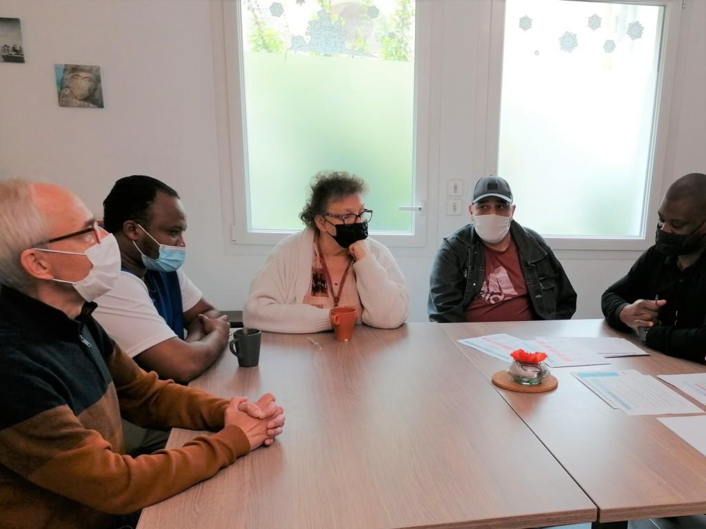 Les résident de la Résidence Accueil de Luppé en réunion
