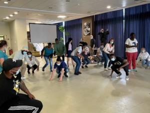 Les jeunes de l'IME Saint-Michel présentant leur chorégraphie de hiphop